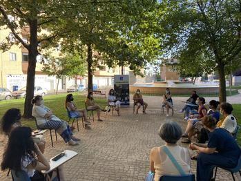 Taller de arteterapia para mujeres en el barrio de Manantiales de Guadalajara