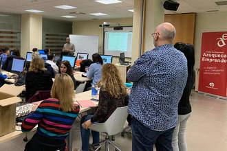 El taller práctico 'Google Sites' reúne a una treintena de participantes en Azuqueca