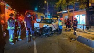 TRÁGICO ACCIDENTE : Un taxista pierde el control y arrolla una terraza en pleno centro de Madrid dejando 1 muerto y 7 heridos