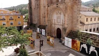 Tendilla inaugura una exposición al aire libre con más de un centenar de obras del artista internacional Antonio Grediaga 'Kieff'