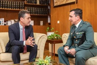 Francisco Tierraseca agradece al teniente coronel Gil Armario la dedicación desempeñada durante su trayectoria profesional al frente de la Comandancia de Toledo