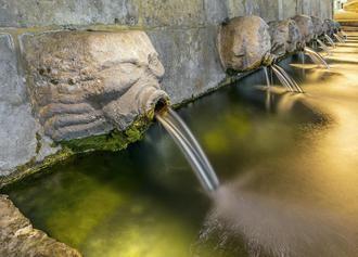 Tres de los trece caños de la simbólica fuente de Albalate de Zorita dejan de manar agua
