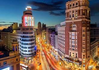 La segunda ola de Covid 19 y las restricciones de movilidad ponen en jaque la recuperación de zonas claves de la capital de España, tras tres meses de atonía