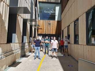 UGT y CCOO se concentran a las puertas de Gecam para protestar por el recorte en la campaña de extinción de incendios y pedir mejoras laborales