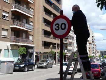 La velocidad máxima queda limitada a 30 km/h en calles de un solo carril por sentido