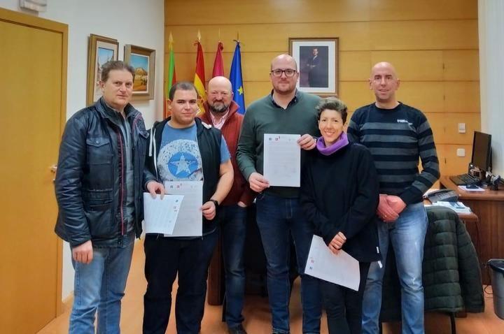 CLAMOR POPULAR : 10.000 firmas contra el Macrovertedero de Guadalajara