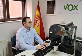 VOX Guadalajara pide a García Page que se deje de fotos y empiece a vacunar