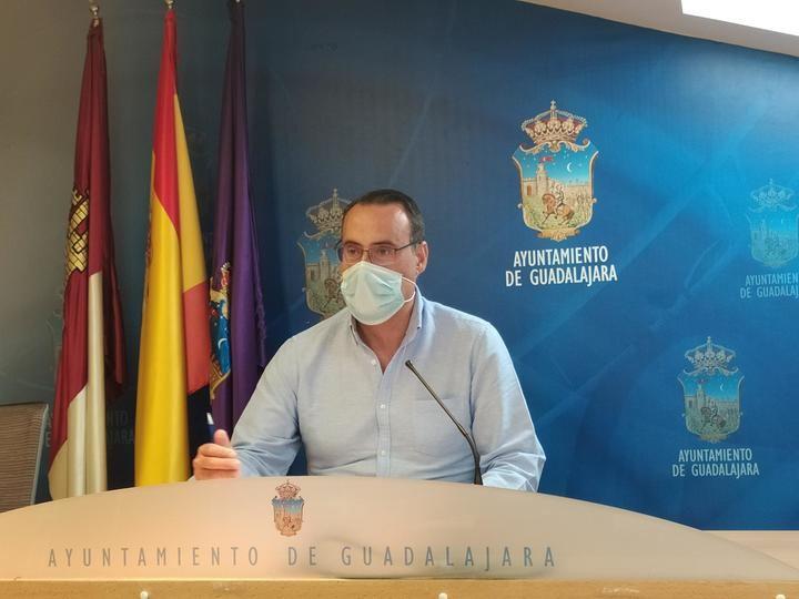 El Grupo VOX pide más sombras en los parques y plazas de Guadalajara para niños, familias y mayores