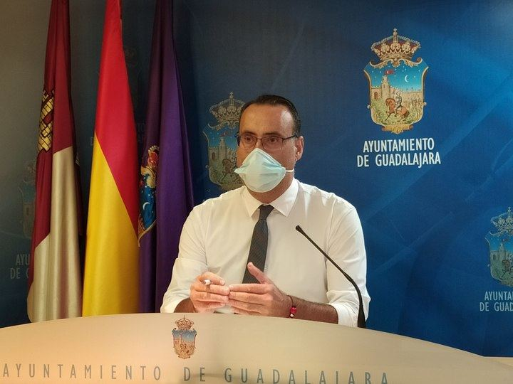"""VOX advierte de que """"o paran las desproporcionadas restricciones al sector de la hostelería, eventos y ocio nocturno de Guadalajara, o muchos negocios tendrán que cerrar"""""""
