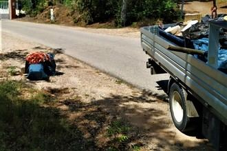 Se recogen 500 kilos de escombros en el entorno natural de Alcohete en la jornada '1m2 contra la basuraleza'