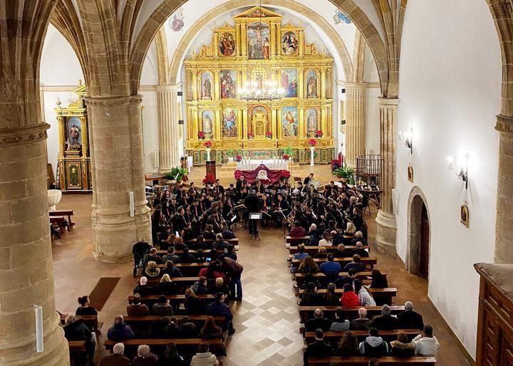 El Concierto de Navidad de la Banda de Música de Yebra volvió a llenar la iglesia de San Andrés