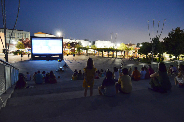 Un centenar de yunqueranos disfrutan de la primera de las citas culturales de agosto organizadas por el Ayuntamiento
