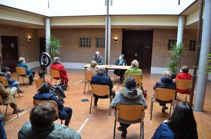 La recaudación del libro 'Compendio de términos yunqueranos y otros de uso común' reparte más de 2.300 euros entre tres causas solidarias