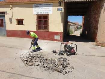 El Ayuntamiento de Yunquera de Henares inicia una campaña de reparación y mantenimiento de vías públicas de la localidad