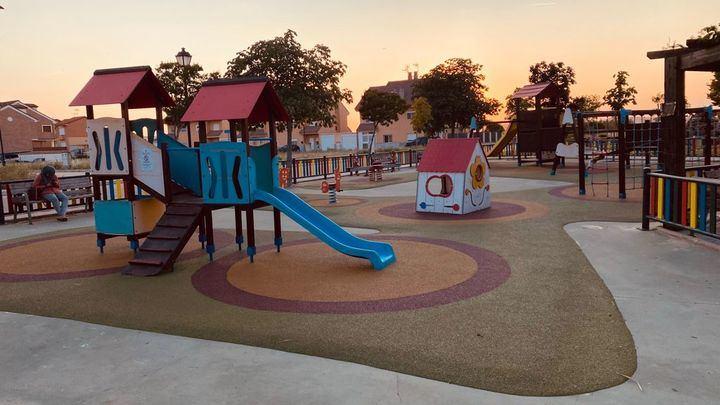 El Ayuntamiento de Yunquera de Henares renueva el parque infantil de la plaza de Miguel de Cervantes