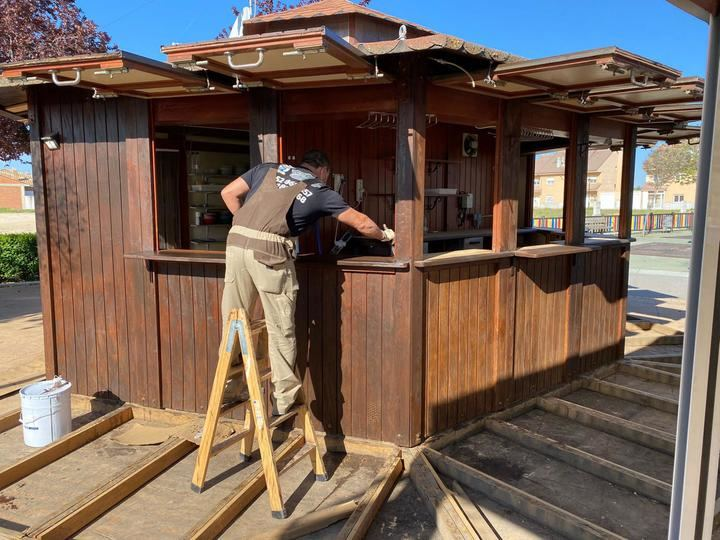 Nuevos trabajos de renovación en el quiosco de la plaza Miguel de Cervantes de Yunquera de Henares