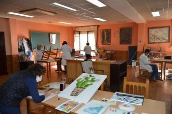 El Centro Social de Yunquera de Henares acoge un curso de restauración y reciclado de muebles