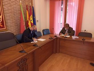 El Ayuntamiento de Yunquera de Henares firma el contrato para las obras del Vivero de Empresas