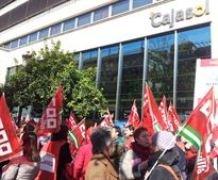 """CCOO dice que en Banca Cívica , banco en que se integró la Caja de Ahorros Provincial de Guadalajara,""""no sobran 1.500, sino dos"""" y exige """"responsabilidades"""" a los copresidentes"""