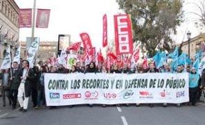 8.500 funcionarios se manifestan en la región contra los recortes de Cospedal, 1000 hacen lo propio en Guadalajara