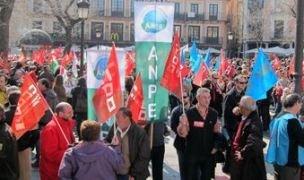 """Guerra de cifras. Los sindicatos cifran en un 40% el seguimiento de la huelga mientras la Junta dice que la huelga ha sido un """"rotundo fracaso"""" y el seguimiento del 13,8%"""