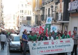 En Guadalajara 3.500 personas, según los sindicatos y 1.800 según la Subdelegación del Gobierno, se manifiestan por la defensa de una Educación pública