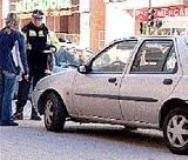 La que se ha liado. Un conductor arrastra con su coche 20 metros a una joven tras una tremenda reyerta de tráfico en Guadalajara