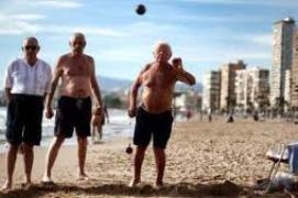 """La crisis no perdona. Se acabó en Castilla La Mancha que los pensionistas veraneen en Benidorm con """"dinero público"""""""