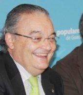 Al senador Juan Antonio de las Heras le hacen un escrache pacífico