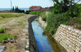 El Ayuntamiento de Yunquera acondiciona el cauce del arroyo de Valdelalobera a su paso por la localidad