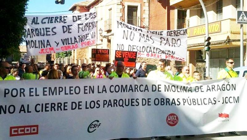 Más de setecientas personas se manifiestan en contra del cierre de los centros de mantenimiento de carreteras en Molina y Villanueva de Alcorón