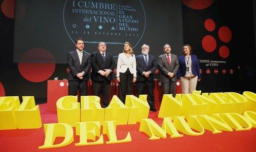 Cospedal afirma que esta Cumbre pretende destacar la calidad de nuestros vinos y que la mejora de las ventas suponga un espaldarazo económico