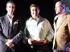 Condado hace entrega del premio al mejor toro-novillo en encierro por el campo, otorgado por la web Toromundial
