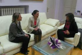 La presidenta de Diputación se interesa por los proyectos de la empresa Gas Natural en la provincia