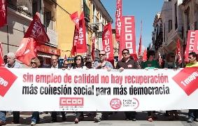 Cientos de personas se echan a la calle en Guadalajara para exigir empleos de calidad