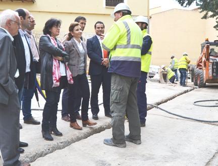 Marta García comprueba las obras que permitirán la llegada de gas natural a la localidad guadalajareña de Brihuega