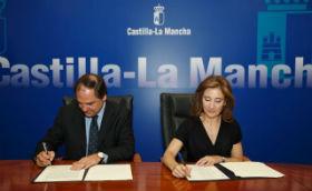 Marta García firma convenios de colaboración con Gas Natural y Redexis