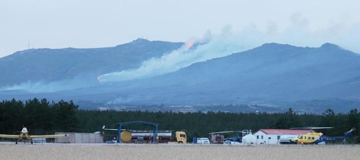 Quinientas personas y 90 medios luchan contra los incendios de Cogolludo y Bustares