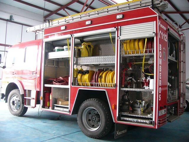 Aparatoso incendio en el polígono El Balconcillo de Guadalajara