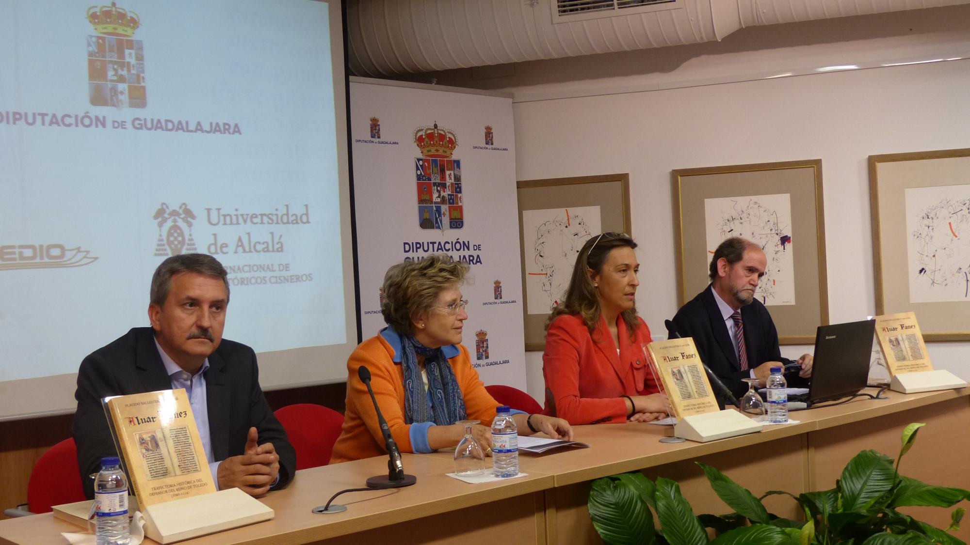 La presidenta de la Diputación asiste a la presentación del libro sobre Alvar Fáñez, de Plácido Ballesteros