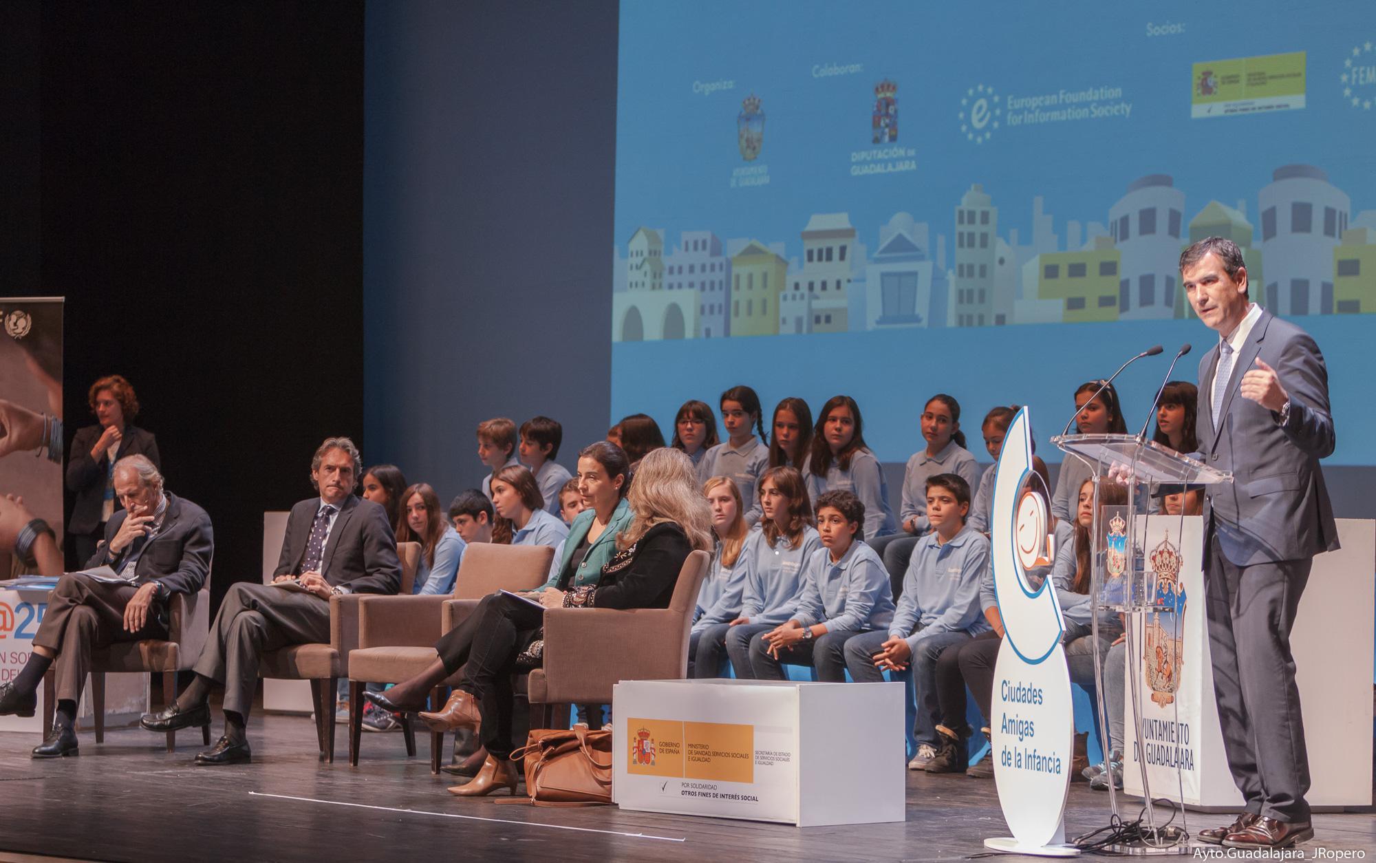 """Antonio Román: """"Es necesario oír la voz de los niños"""""""