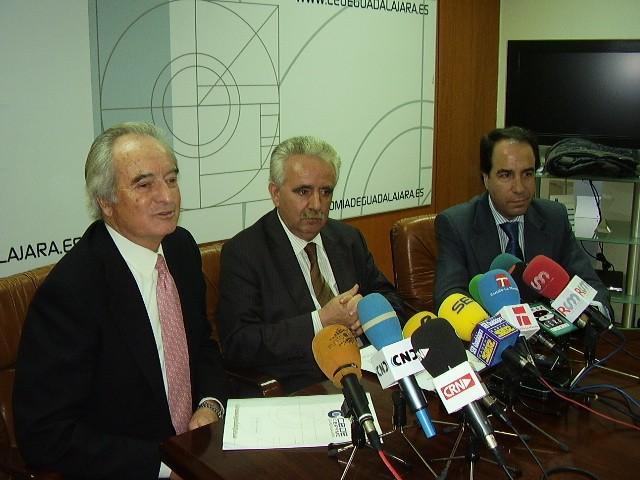 El juez imputa al expresidente de Cecam y Cepyme, Jesús Barcenas por presuntos delitos de estafa y falsedad