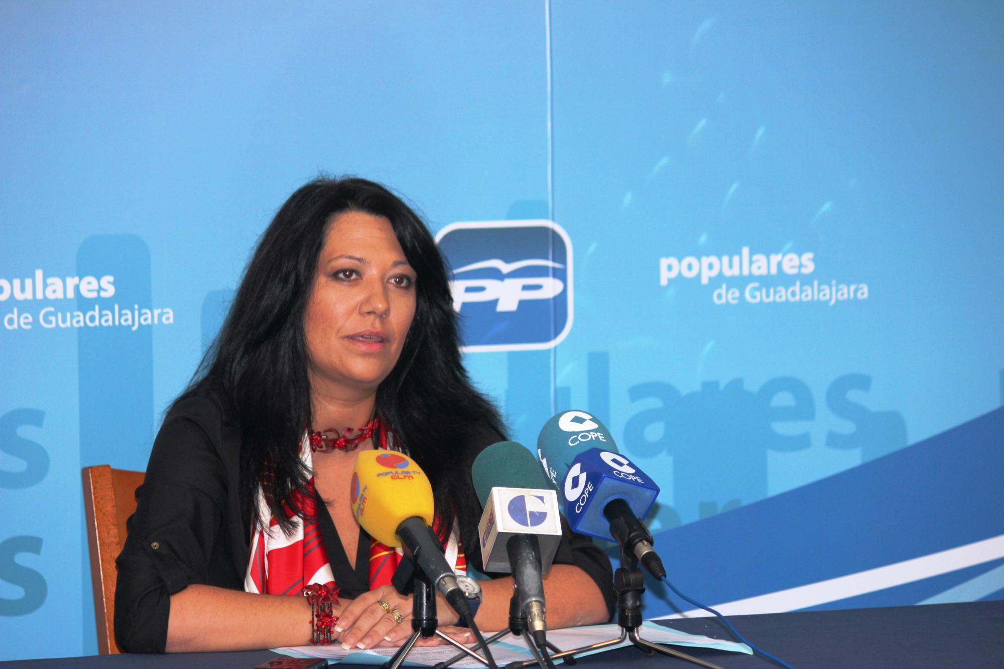 """Carolina Hernández: """"El PSOE que nos llevó a la ruina no ha cambiado, sigue siendo el mismo: quiere más paro, más déficit y más deuda generó en la región"""""""