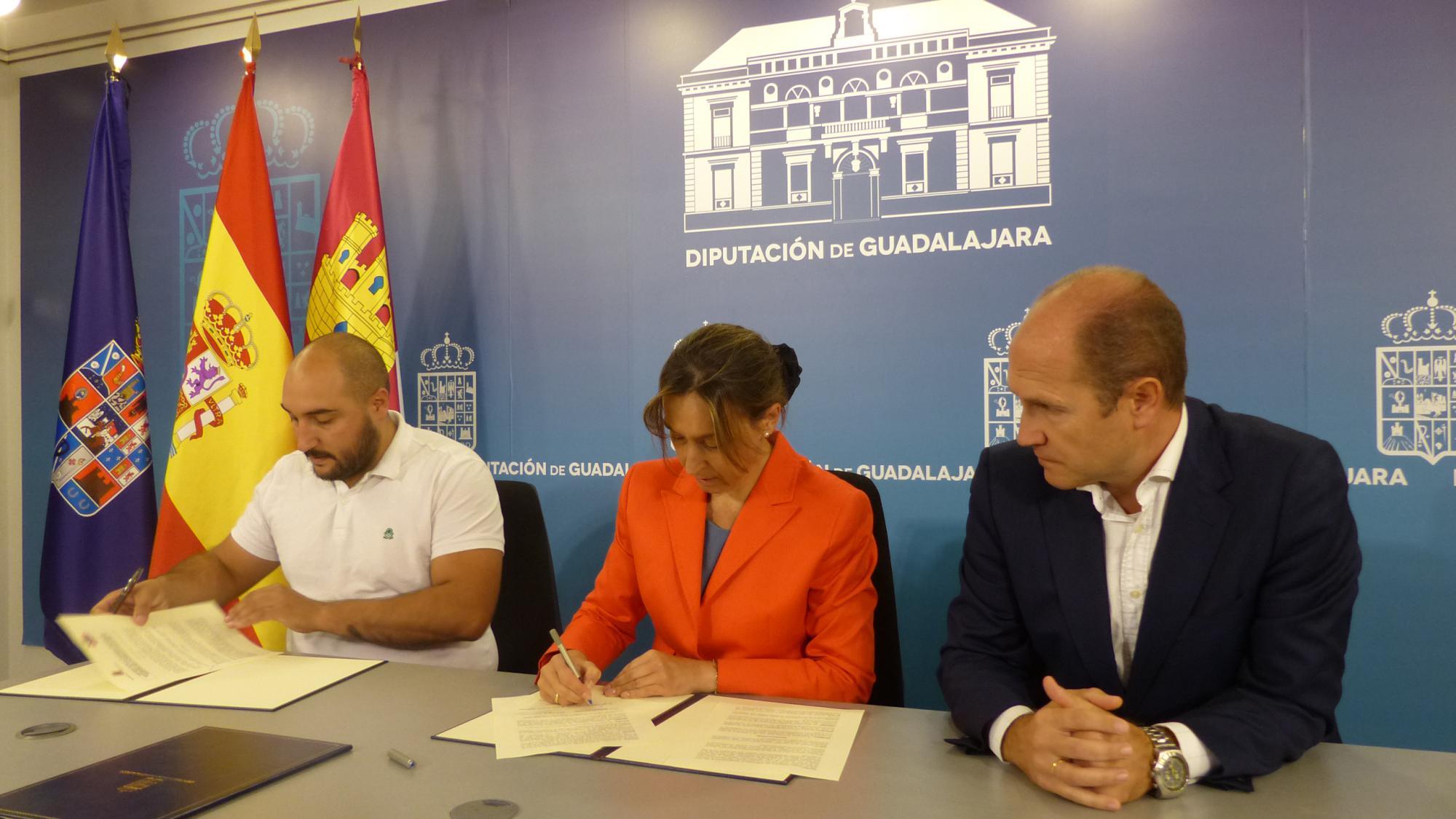 La Diputación brinda su colaboración y apoyo a los deportistas del Club Alcarreño de Salvamento y Socorrismo