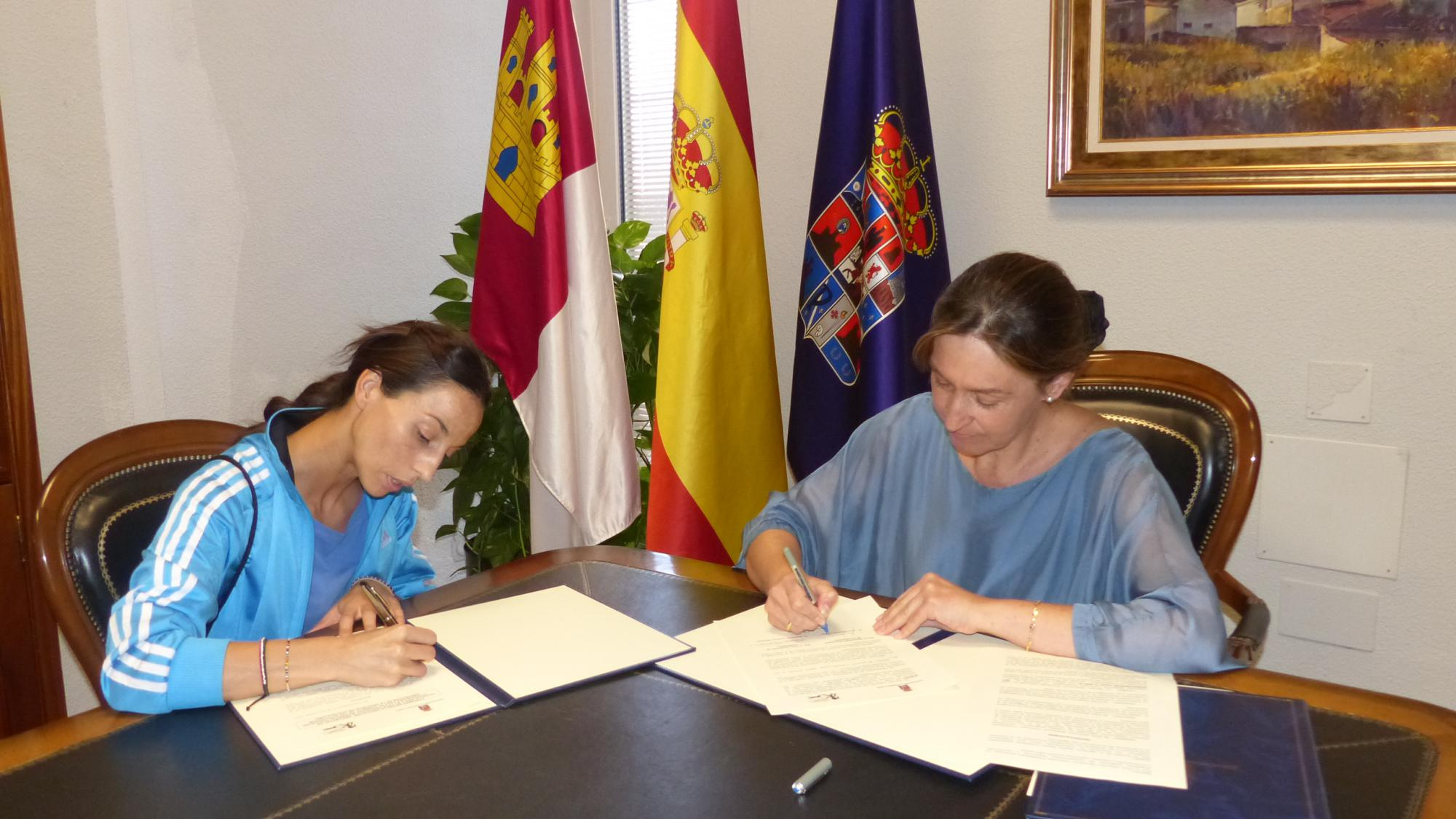 La Diputación colabora con el Club Canicross que lleva esta práctica deportiva por diversos pueblos de nuestra provincia