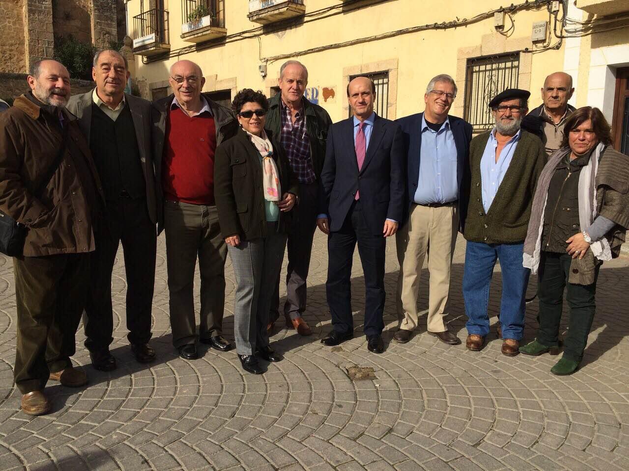 El subdelegado del Gobierno en Guadalajara, Juan Pablo Sánchez, asiste en Cifuentes al Día de la Abeja