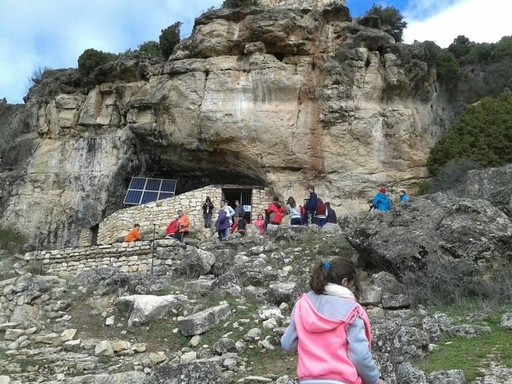 Escolares de la provincia visitan la Cueva de los Casares
