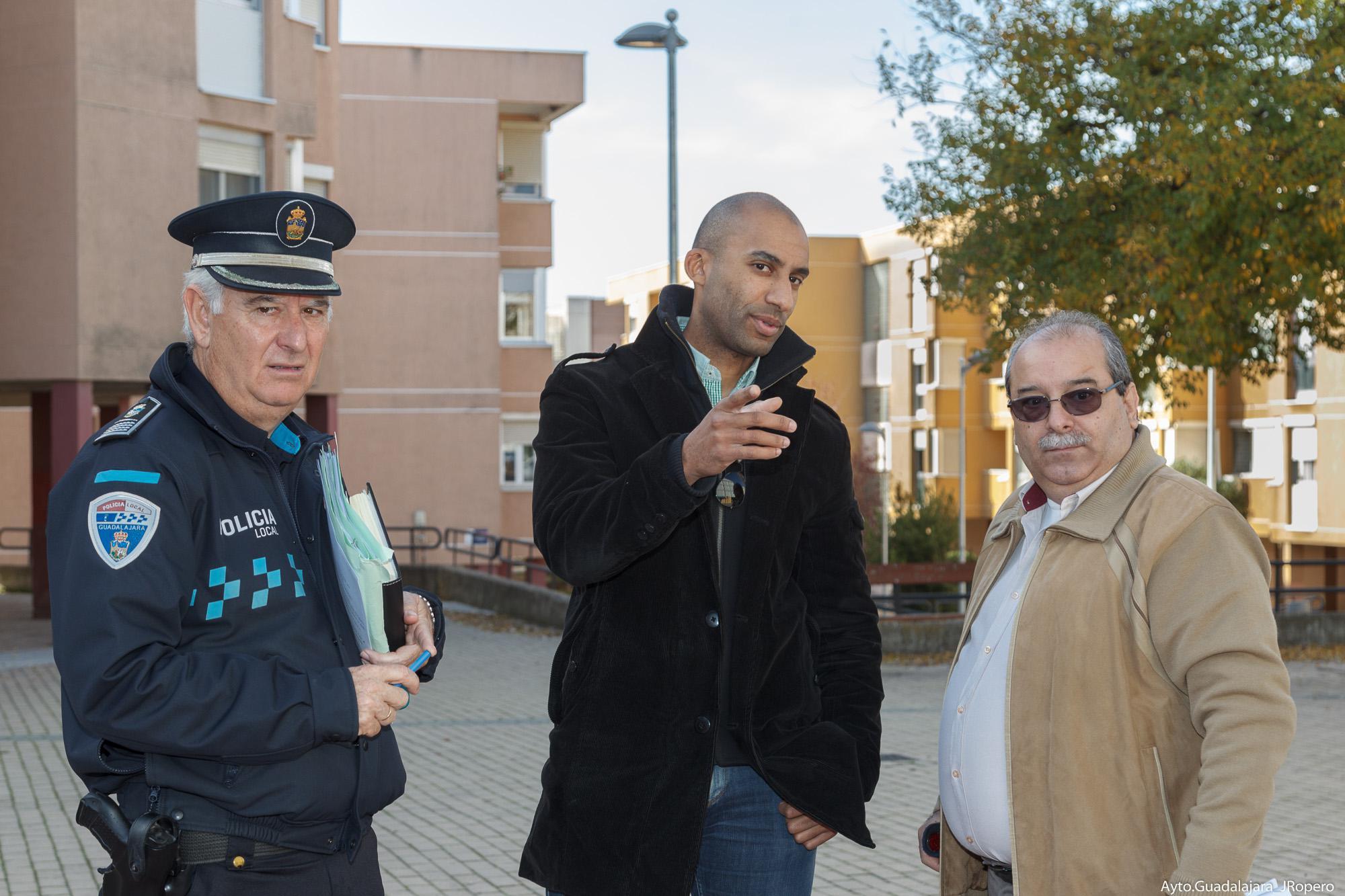 El concejal de Seguridad visita La Rambla y Escritores, junto con los representantes vecinales
