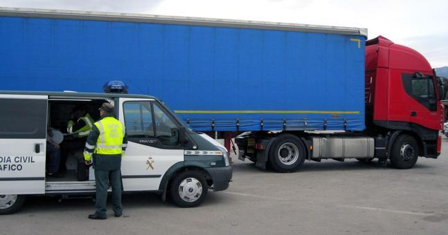 La Guardia Civil imputa a dos conductores que superaron, en más de 6 veces, el límite de alcoholemia