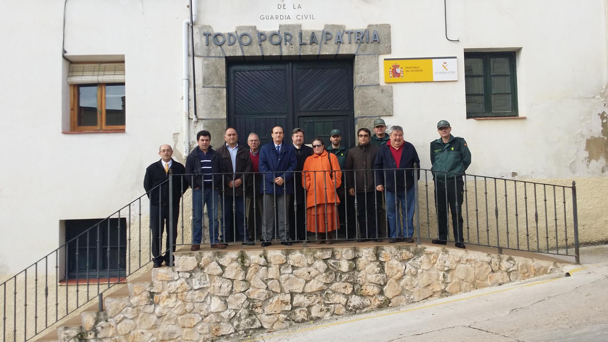 El subdelegado del Gobierno visitó las instalaciones del cuartel de la Guardia Civil de Budia, junto a los ediles de la demarcación del puesto